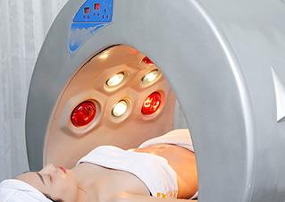 Định hình vòng eo, quấn thảm điện tia hồng ngoại giúp lỗ chân lông được giãn nở, đào thải chất béo, độc tố, nước thừa ra ngoài theo tuyến mồ hôi và hệ bài tiết.